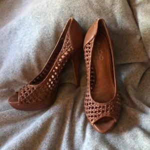 Well loved Aldo heels